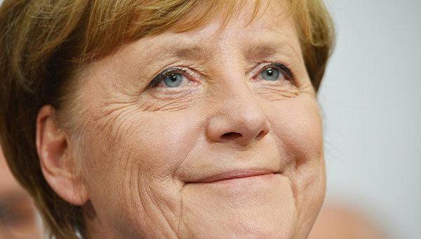 Канцлер Германии, лидер Христианско-демократического союза Ангела Меркель во время парламентских выборов в Берлине