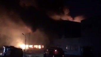 В Белой Церви жителей просят закрыть окна из-за пожара на фармацевтической фабрике Биофарма. Видео
