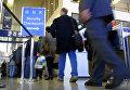 Пассажиры в аэропорту О'Хейра в Чикаго