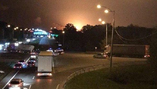 Взрывы и пожар на складе боеприпасов в Калиновке
