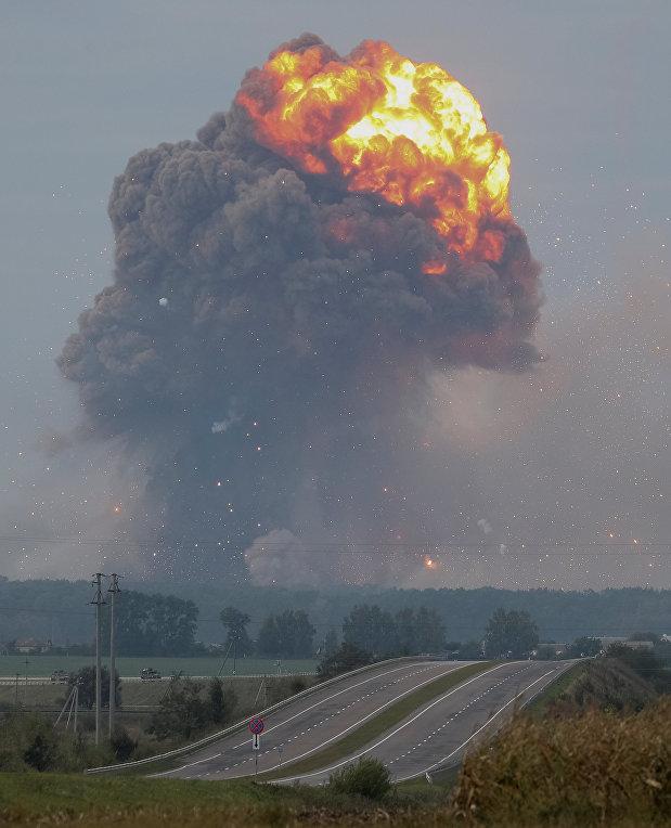 Пожар и взрывы на арсенале в Калиновке