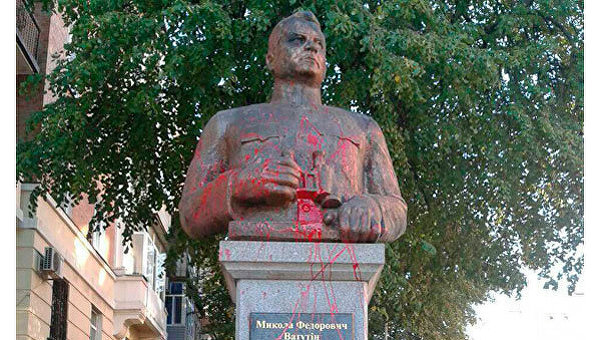 Монумент генералу Ватутину вновь осквернили вПолтаве