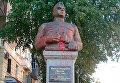 В Полтаве вандалы облили краской памятник генералу Ватутину