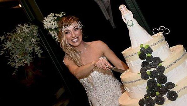 Новый тренд. Итальянка сыграла свадьбу сама ссобой