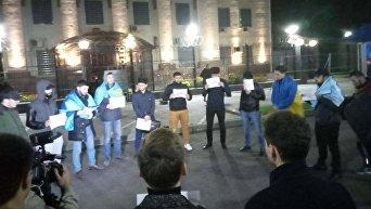 Акция крымских татар под посольством РФ в Киеве