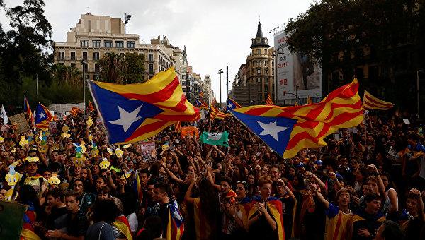 Руководитель Каталонии объявил оправе народа автономии нанезависимость