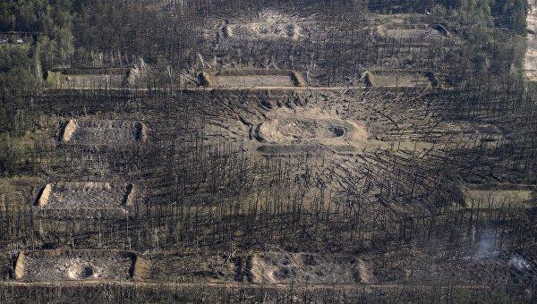 Воронка от взрыва на военных складах в Калиновке