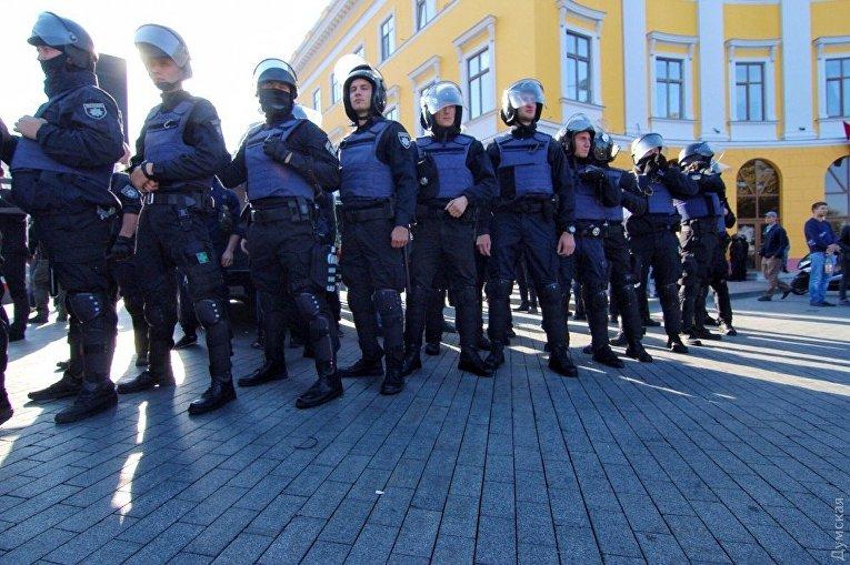 Кордон полицейских в Одессе перед выступлением Михаила Саакашвили, 30 сентября 2017