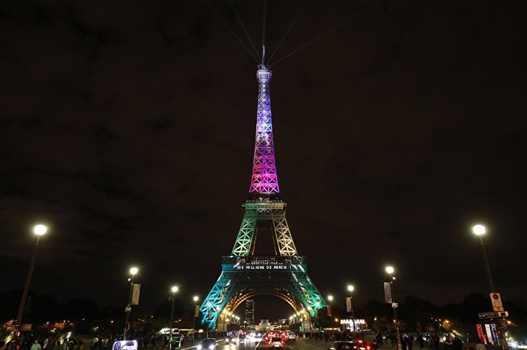 Эйфелева башня отметила 300-миллионного посетителя