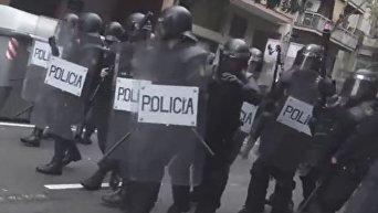 Появилось видео стрельбы полиции по протестующим в Каталонии