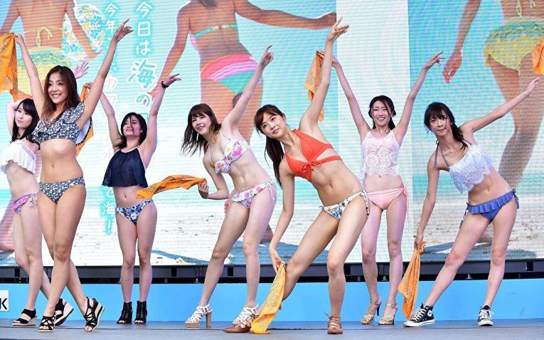 Скромное обаяние японских девушек в бикини