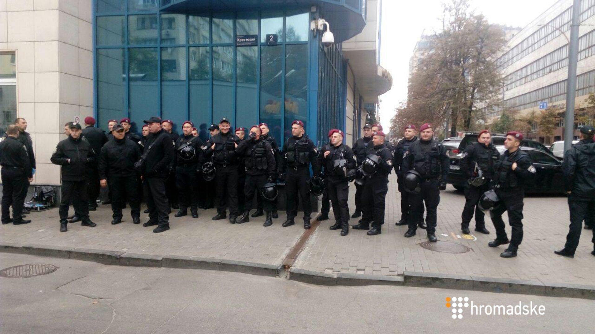Под Печерским судом подрались активисты компаний С14 и«Майдан»