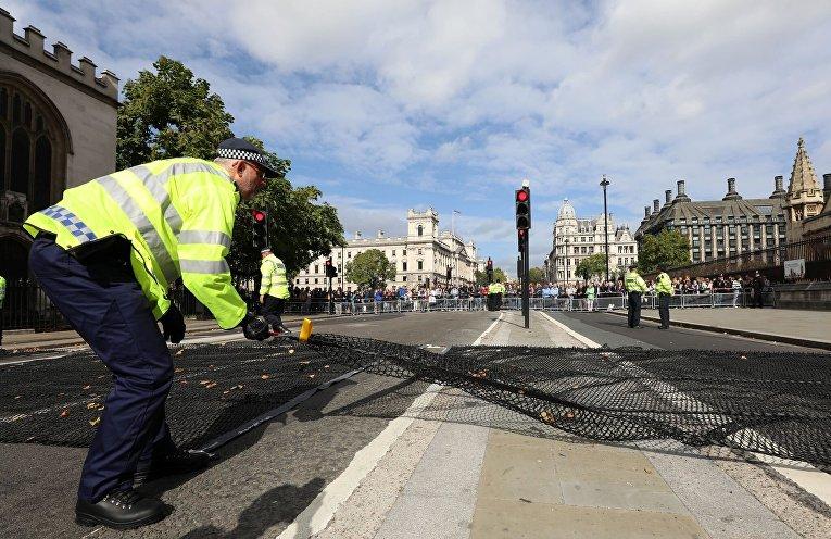Полиция принимает дополнительные меры безопасности у британского парламента