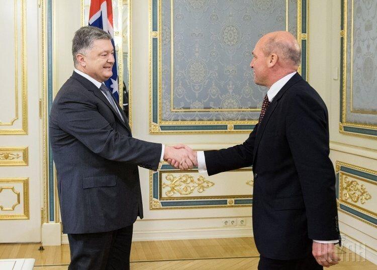 Встреча президента Украины Петра Порошенко и главы Сената Австралии Стивена Перри в Киеве