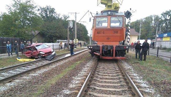 Под Киевом автомобиль попал под поезд, есть жертвы