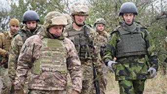 Начальник Генштаба Украины с главком ВС Швеции отправился в Донбасс