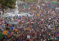Многотысячный митинг против действий полиции проходит в центре Барселоны