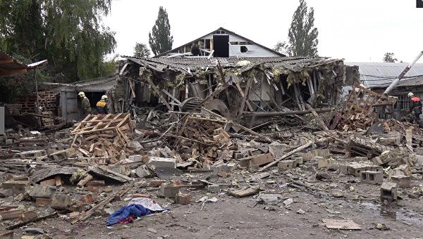 На месте взрыва на макаронной фабрике в Сумах, 4 октября 2017