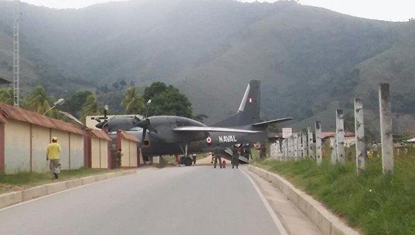 Военный самолет врезался в полицейскую базу в Перу
