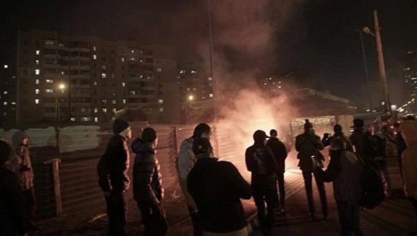 Столкновения и разгром АЗС на Ревуцкого в Киеве