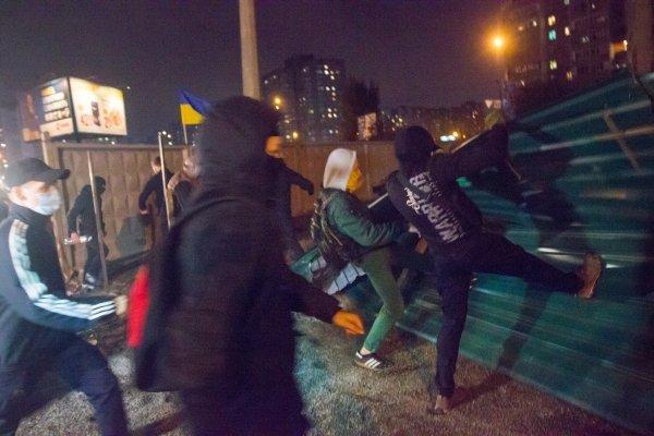Погром на недостроенной АЗС на ул. Ревуцкого в Киеве