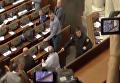 Появился момент удара Тетерука по голове Семенченко за дымовую шашку. Видео