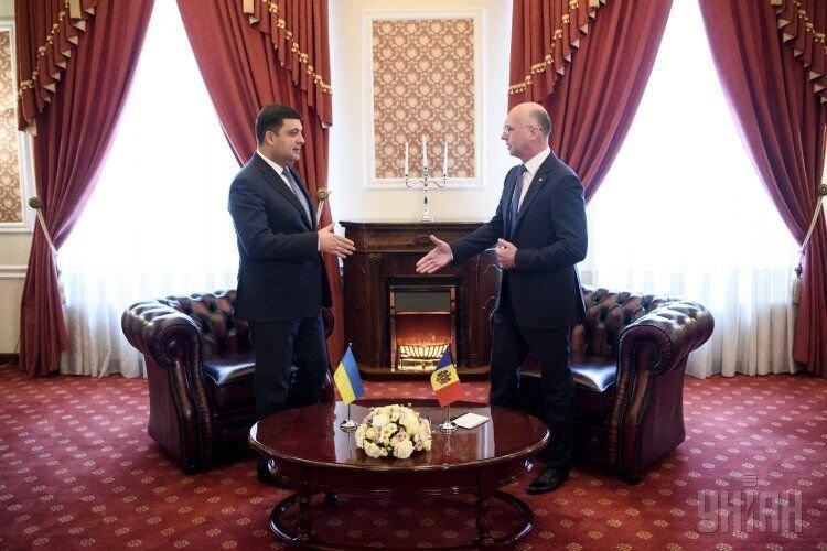 Премьер-министр Украины Владимир Гройсман и премьер-министр Молдовы Павел Филипп во время встречи в Кишиневе