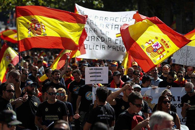 Испанские полицейские Мадрида протестуют против равенства в зарплате с полицейскими в регионах