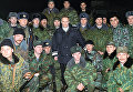 Владимир Путин с российскими военными во время его пребывания в Чечне в декабре 1999 года
