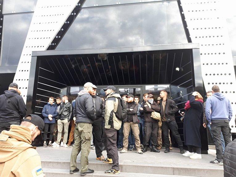 Ситуация возле львовского клуба, где должен выступить Сергей Бабкин, 7 октября 2017
