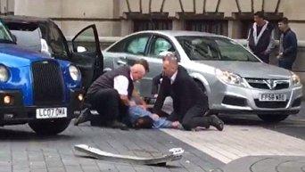 Задержание мужчины на месте наезда на пешеходов в Лондоне, 7 октября 2017