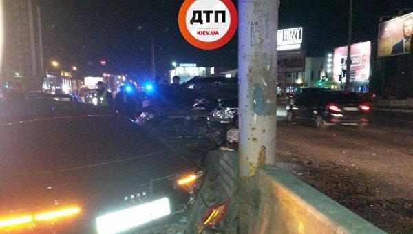 Крупное ДТП в Киеве, на скорости столкнулись четыре авто