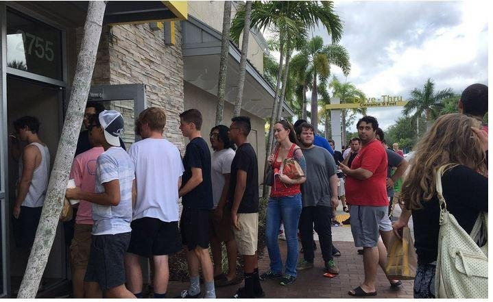 Фанаты «Рика иМорти» устроили пикеты уMcDonald's из-за сычуаньского соуса