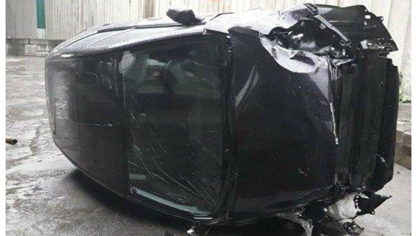 1028369307 Автомобиль с сыном всалоне упал смоста вКиеве