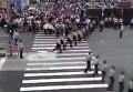 Шагом марш, или Как солдаты регулируют пешеходный переход в Китае. Видео