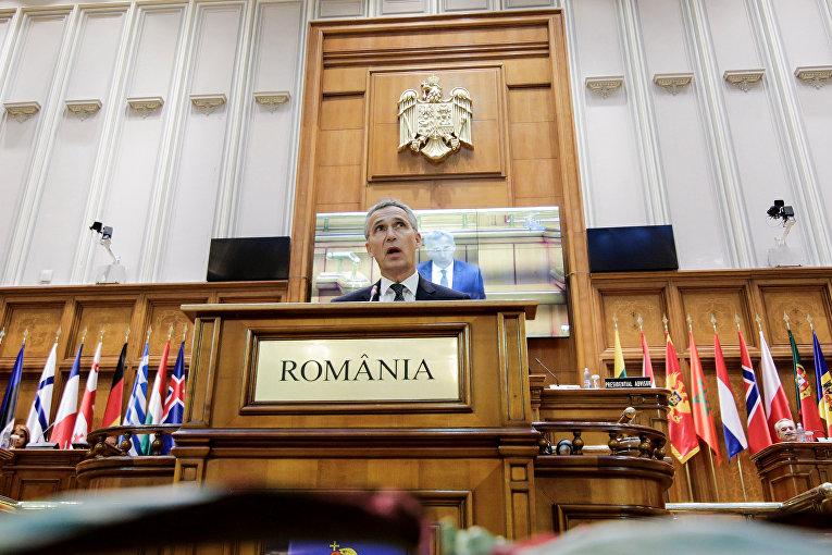 Генеральный секретарь НАТО Йенс Столтенберг обращается к членам 63-й Парламентской ассамблее НАТО в Бухаресте, Румыния.