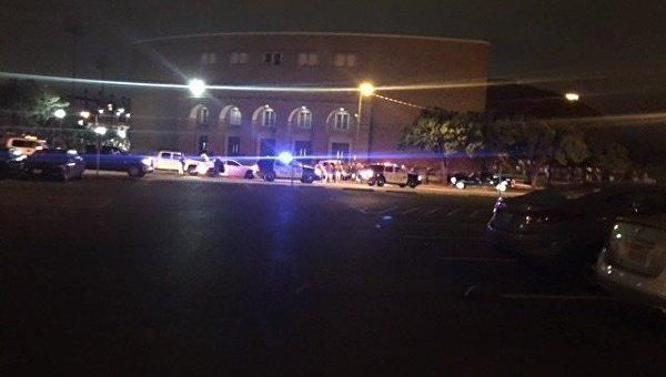 На месте стрельбы в университете в Техасе
