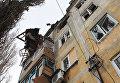 Дом, пострадавший в результате обстрела, в Донецке. Архивное фото