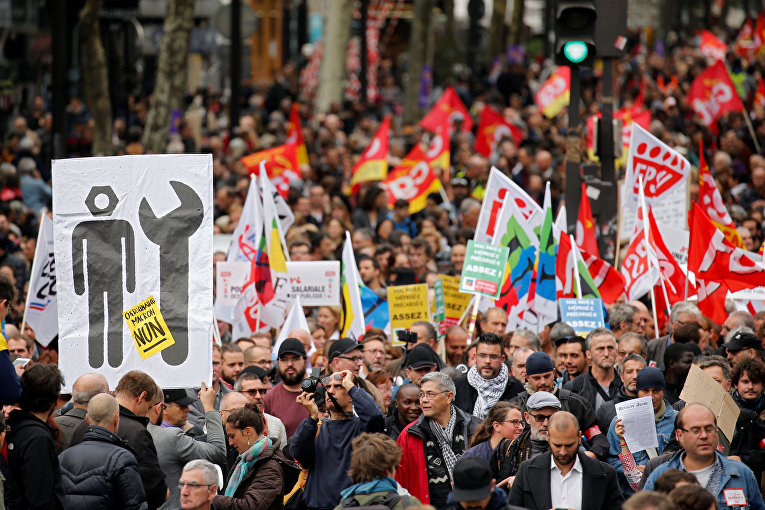 Демонстрация работников государственного сектора и членов профсоюза в Париже, Франция