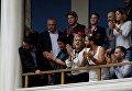 Люди празднуют введение закона, который разрешает гражданам объявлять гендерные изменения в официальных документах в Афинах, Греция