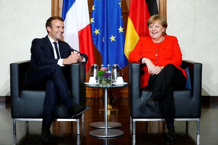 Канцлер Германии Ангела Меркель и президент Франции Эммануэль Макрон встречаются на двусторонних переговорах до открытия книжной ярмарки в Франкфурте