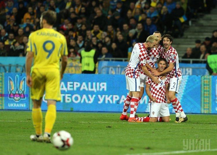 Игроки сборной Хорватии по футболу радуются забитому голу во время матча 10-го тура квалификации чемпионата мира-2018 между сборными Украины и Хорватии