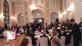 Глава МИД Сербии спел песню Эрдогану