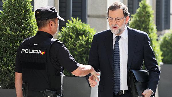 Премьер-министр Испании Мариано Рахой прибывает в парламент в Мадриде, Испания.