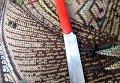В Черновцах мужчина пытался убить себя кухонным ножом посреди улицы