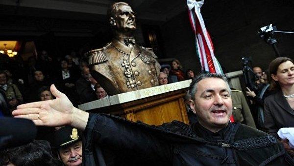 Под посольством Украины вВенгрии— митинг заотделение Закарпатья