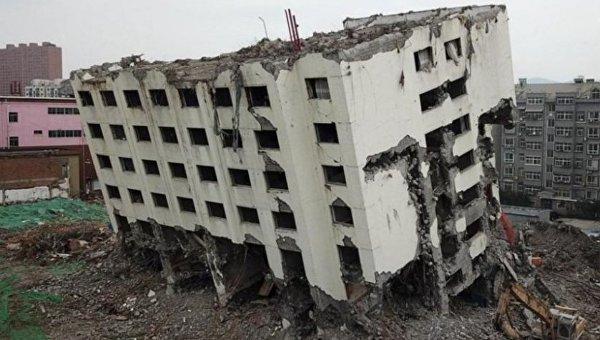 В Китае строители удивились прочности здания, которое пытались снести