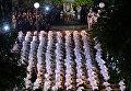 Медсестры отдают дань уважения покойному королю Таиланда Бхумиболу Адульядею, чтобы отметить первую годовщину его смерти в больнице Сирирая, где он скончался в Бангкоке.