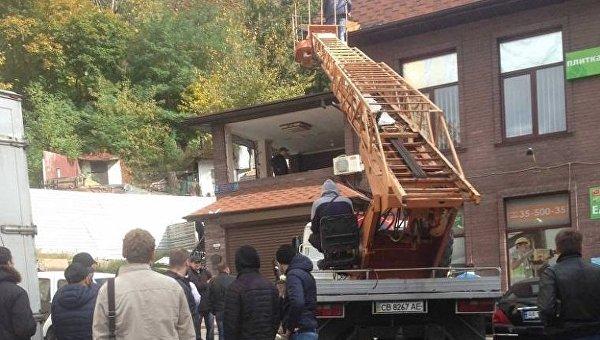 В Печерском районе Киева сносят незаконный офис
