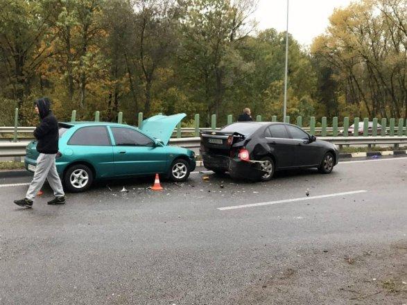 НаЖитомирской трассе затруднено движение из-за 3-х ДТП ссемью автомобилями